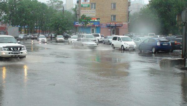 Подтопление дорог во Владивостоке .