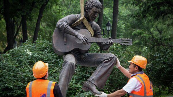 Установка памятника Владимиру Высоцкому во Владивостоке
