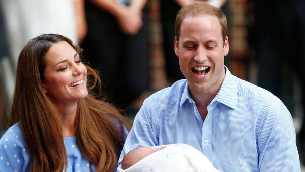 Кейт Миддлтон и Принц Уильям показали миру новорожденного первенца