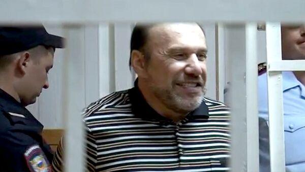 Батурина приговорили к семи годам колонии за мошенничество. Кадры из суда