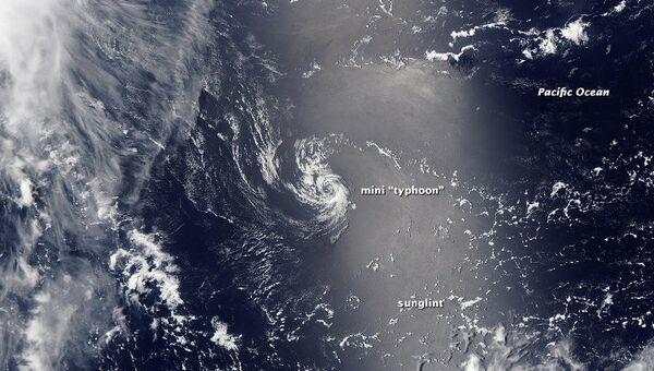 Минитайфун в Тихом океане, снимок спутника Терра