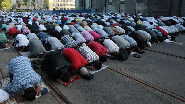 Мусульмане во время празднования Ураза-байрама