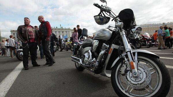 Мотопарад в честь юбилея Harley-Davidson на Дворцовой площади