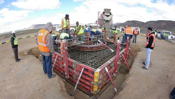 Заливка фундамента для первой антенны проекта MeerKAT в Южной Африке