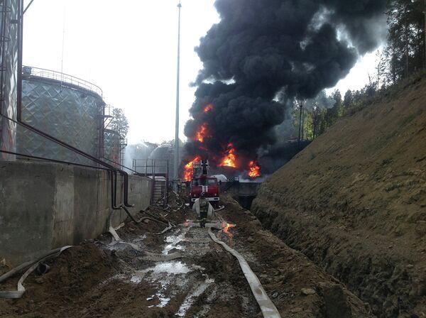 Пожар в нефтяном резервуаре в Иркутской области