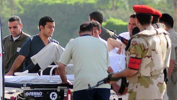Транспортировка Хосни Мубарака в госпиталь