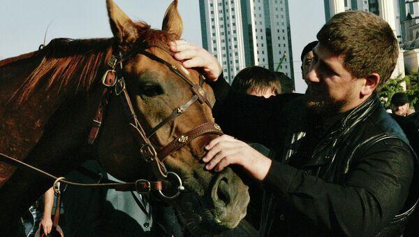 Глава Чечни Рамзан Кадыров с лошадью. Архивное фото