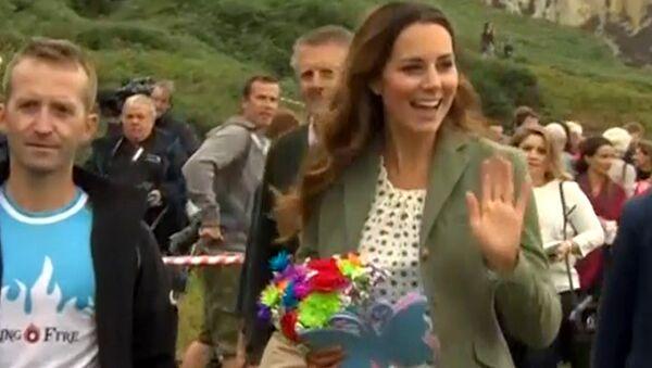 Впервые вышедшей на публику после родов Кейт Миддлтон устроили овацию