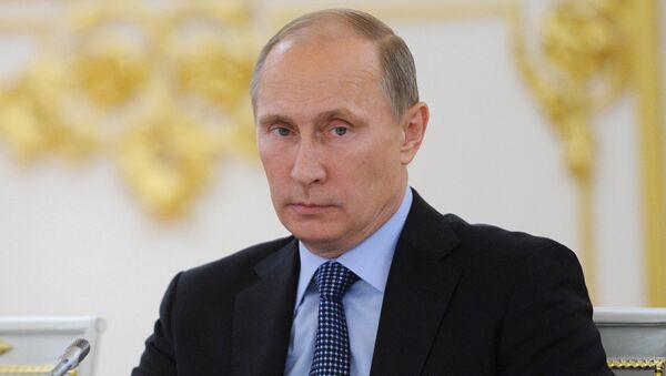 4 сентября 2013. Президент РФ Владимир Путин (справа) в Кремле во время заседания Совета при президенте РФ по развитию гражданского общества и правам человека