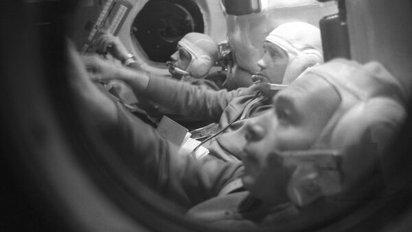 Экипаж космического корабля Союз-11 на тренировке в кабине корабля-тренажера