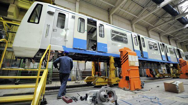 Сборка новых вагонов метро
