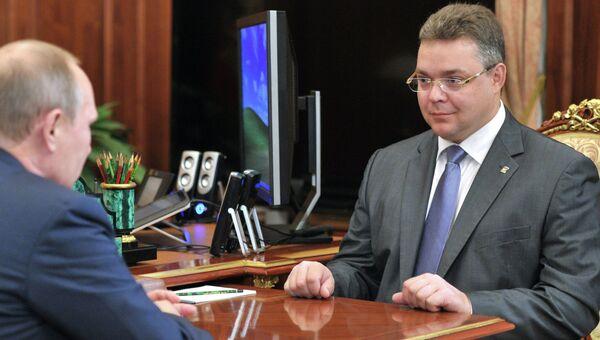 Временно исполняющий обязанности губернатора Ставропольского края Владимир Владимиров (справа), архивное фото