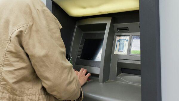 Снятие денег в банкомате