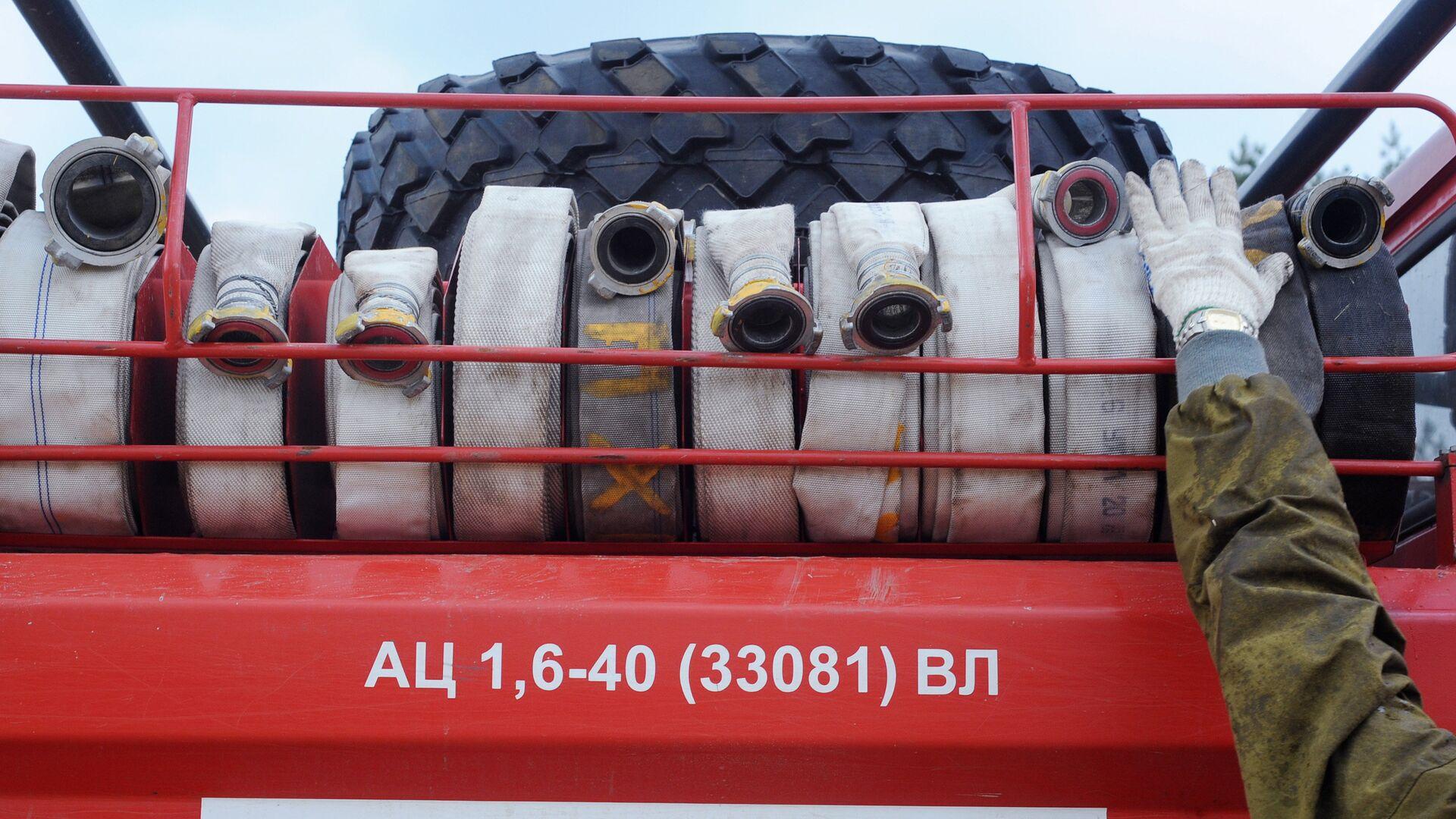Пожарные рукава, установленные на пожарной машине МЧС России - РИА Новости, 1920, 04.11.2020