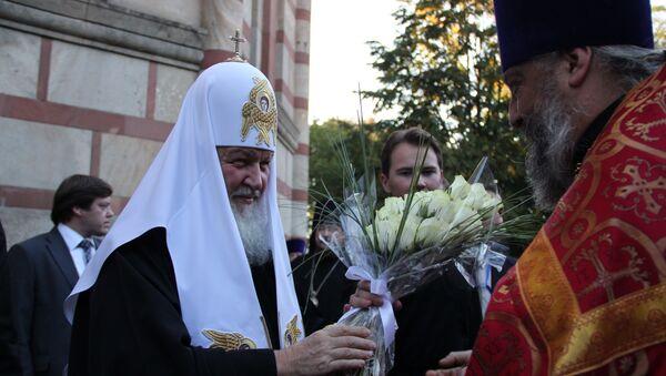Патриарх Кирилл и настоятель Русской церкви в Белграде отец Виталий Тарасьев, фото с места событий