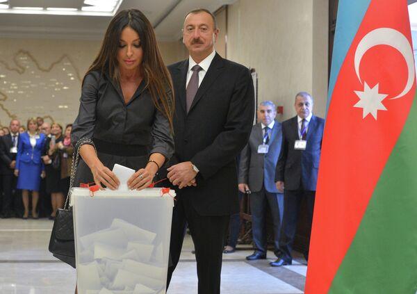 Действующий президент Республики Азербайджан Ильхам Алиев с супругой Мехрибан
