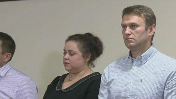 Суд изменил наказание Навальному и Офицерову. Кадры из зала заседаний