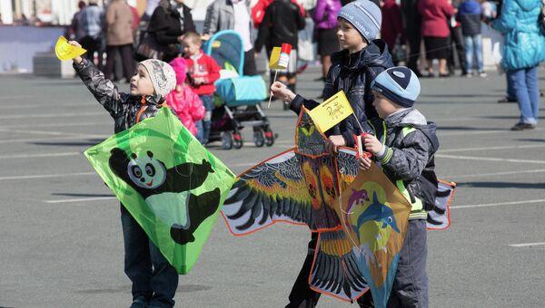 Воздушных змеев запускали в центре Владивостока в день празднования 55-летия Приморского края. Фото с места события