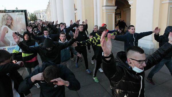 Шествие участников акции националистов в Петербурге. Фото с места событий