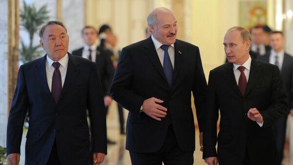 Президенты России, Белоруссии и Казахстана - Владимир Путин, Александр Лукашенко и Нурсултан Назарбаев (справа налево)
