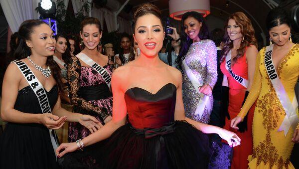 Мисс Вселенная-2012 Оливия Калпо на официальном ужине участниц конкурса Мисс Вселенная 2013