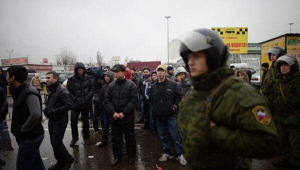 Полиция проверяет московский рынок Садовод, фото с места события