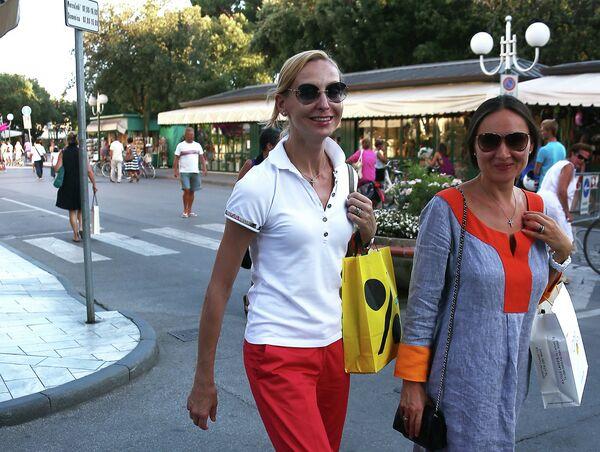 Балерина Илзе Лиепа на одной из улиц Форте-дей-Марми в Италии