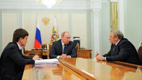 Встреча Владимира Путина с Михаилом Котюковым (слева) и Владимиром Фортовым. Архивное фото