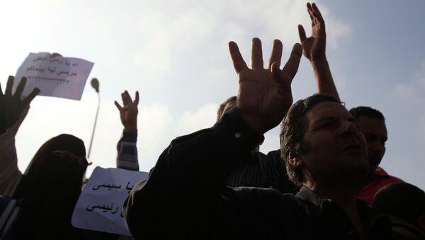 Сторонники Мурси перед зданием суда в Каире