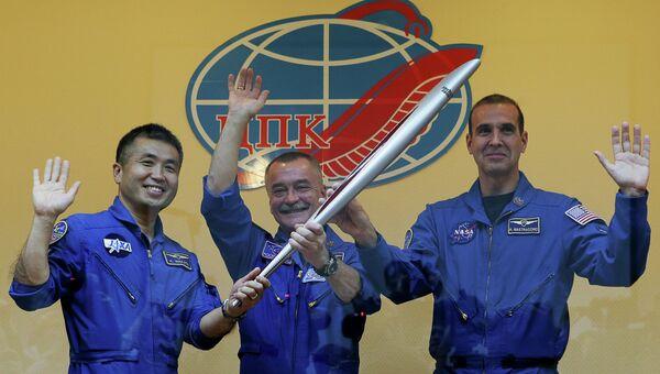 Астронавт ДжАКСА Коичи Ваката, космонавт Роскосмоса Михаил Тюрин и астронавт НАСА Рик Мастраккио, архивное фото