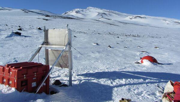 Одна из сейсмических станций, установленных на земле Мэри Бирд в Антарктиде в рамках проекта POLENET/ANET, архивное фото