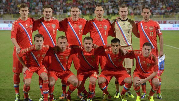 Футболисты сборной России перед началом товарищеского матча против команды Сербии. Фото с места события