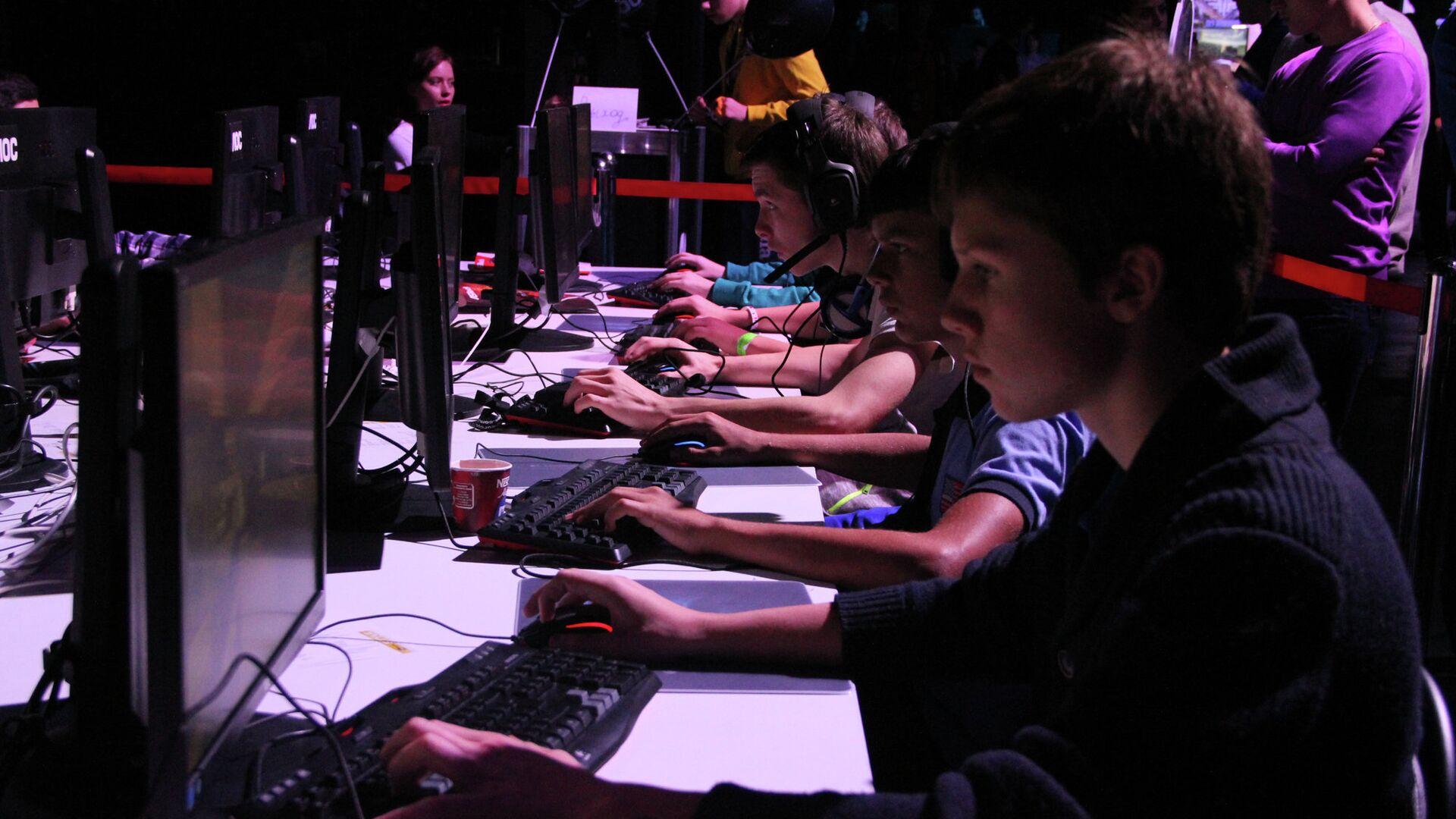 Люди идут в компьютерные игры за впечатлениями, которых нет в реальной жизни - РИА Новости, 1920, 12.11.2020