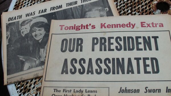 Газеты 50-летней давности, вышедшие после убийства Джона Кеннеди. Архивное фото