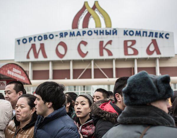 Полиция проводит проверку миграционного законодательства в ТЦ Москва в Люблино