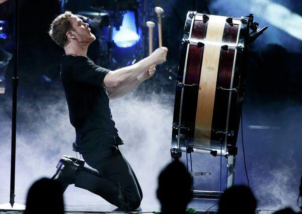 Дэн Рейнольдс из группы Imagine Dragons на 41-й церемонии American Music Awards