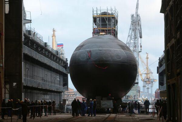 Спуск на воду подводной лодки Новороссийск в Санкт-Петербурге
