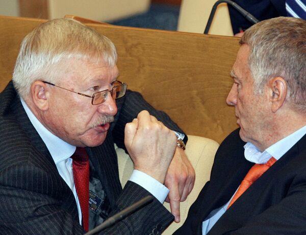 Олег Морозов и Владимир Жириновский на заседании ГД РФ