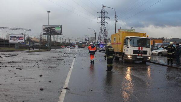 Разлив холодной воды на пересечении Витебского и Лиговского проспектов в Петербурге