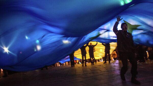 Украинцы с флагами Евросоюза. Архивное фото