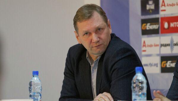 Василий Баскаков на пресс-конференции, архивное фото