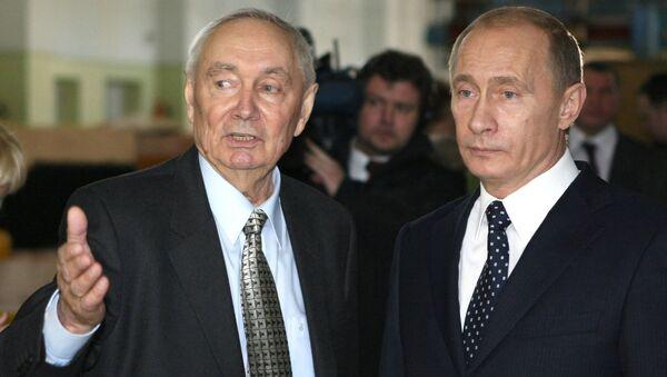 Владимир Путин и Валентин Пашин. Архивное фото