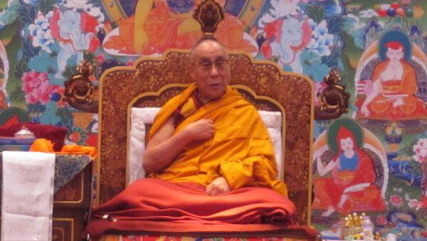 Далай-лама рассказывает российским паломникам о том, что эгоизм порождает страдания