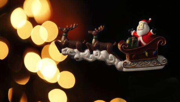Санта Клаус - игрушка, архивное фото