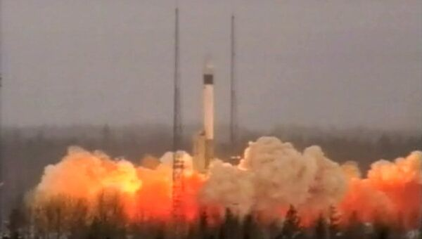 Ракета-носитель Рокот вывела на орбиту три военных спутника