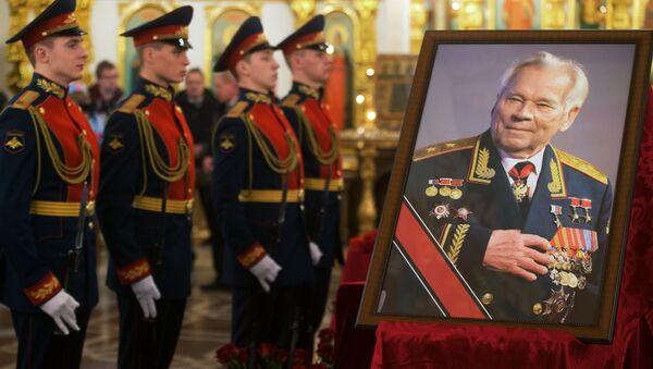 Прощание с легендарным конструктором стрелкового оружия М.Калашниковым в Ижевске. Фото с места событий