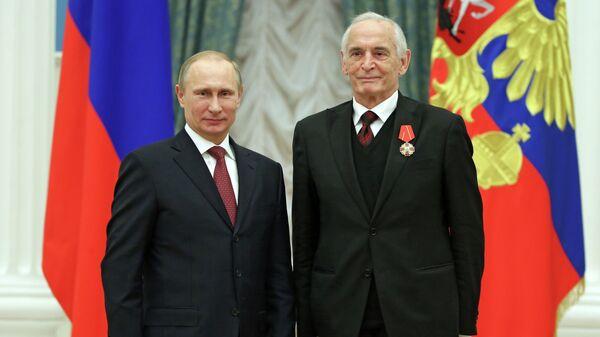 Путин отметил вклад Ланового в сохранение патриотических традиций