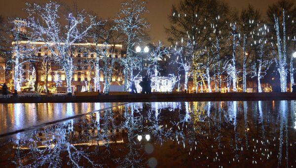 Новогоднее убранство Москвы, архивное фото