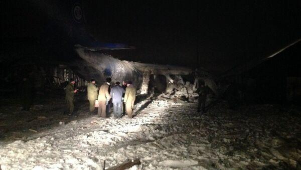 На месте падения самолета АН-12 в Иркутской области. Фото с места события