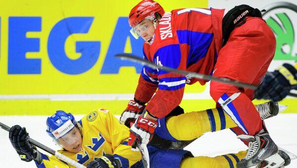 Игровой момент матча МЧМ по хоккею Швеция - Россия. Фото с места события